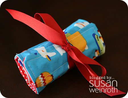 Blog crayon roll up - closed