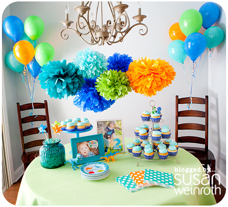 Noah's DINO-ROAR Party - table