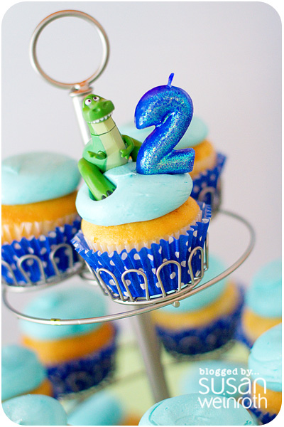 Noah's DINO-ROAR Party - cupcake topper